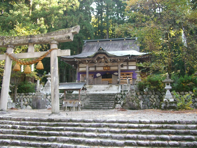 Shirakawa-hachiman Shrine